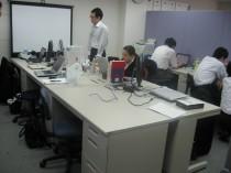 元の研修室は大きな机が並びました